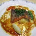 レストラン唐津迎賓館 - Aコースのメインは魚・野菜煮込み・ハンバーグの3種から選べます、この日の魚料理は唐津市場から直送のすずきのポアレでした。