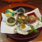 一井 - 料理写真:前菜 いくら寿司、菊花豆腐、三河鶏錦秋和え、秋鯖酢味噌掛け、ほうれん草と舞茸の胡麻和え