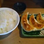 みちすけ - 餃子3個(240円)、ライス(小)(100円)