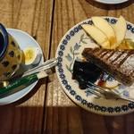 PUBLIC KITCHEN cafe - 黒ごまのベイクドチーズケーキと有機栽培コーヒー