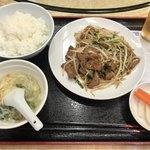 金春本館2号店 - 日替わりランチAの「レバニラ炒め」(500円)