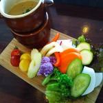 ワイン スタンド バジル - 彩り野菜のバーニャカウダ