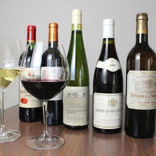 100銘柄以上のワインやシャンパン。