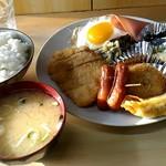 なかや - 料理写真:かつ定食700円。