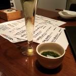 和酒と旬菜なごみ料理 日月 - お通しとスパークリング