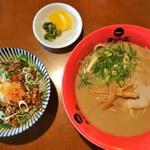 天下一品 - 料理写真:チャーシュー丼定食(900円)