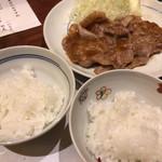 76129465 - 米福(ご飯2種と生姜焼きの共演)
