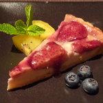 メルロ・パノニカ - 苺と豆腐のベイクドタルト