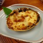 割烹 魚仙 - 甲羅チーズ焼き