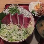 築地食堂 源ちゃん - ブリの漬けとしらす丼の定食(ご飯大盛り)。