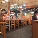 築地食堂 源ちゃん - 11:40頃のまだ空いている店内。