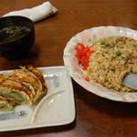 香鑪峰 - 料理写真:炒飯と餃子