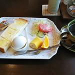 海石榴 - 料理写真:海石榴ブレンドコーヒー(400円)、モーニング(トースト、ゆで卵、サラダ、フルーツ)