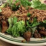 チャコール スタンド ノゲ - 旨辛ホルモンと半熟たまごのサラダ