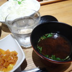 とんかつとカフェあら珠 - しじみ味噌汁