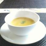 ステーキハウス一頭屋 - コーンスープ