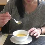 ステーキハウス一頭屋 - 彼女さんとコーンスープ♪