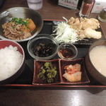 月光食堂 - ランチの日替わり(鶏天と牛バラ肉とカボチャの煮物)