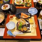 湯喜望 白扇 - 前菜 白扇オリジナル塩辛 蟹甲羅盛り&造里 鯛 鮪 カンパチ 白鳥賊