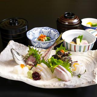 活きたままの新鮮活魚を味わえる贅沢な【お刺身ご膳】