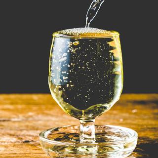 ↓コスパ最高!『もっきりワイン380円』でちょい飲みスタイル