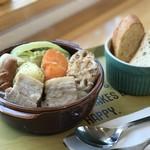 カフェ楓荘 - 冬メニューはじめました。「ハーブで漬けた塩豚のポトフ」です。たくさんの野菜もたっぷりと。