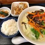 麺房てっぺん - 料理写真:野菜たっぷりラーメン 唐揚げセット