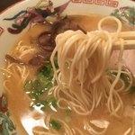 山形屋西洋酒場 - ラーメンのスープは豚骨!トッピングはチャーシュー、キクラゲ、ネギと元祖博多風❤️麺は固めをオーダーしました(*^▽^*)