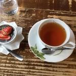ピアノカフェ ルコラ - デザートのゴマプリン、紅茶