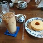 やまさき珈琲店 - ケーキセット。 アイスカフェオレとバームクーヘン。