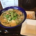 九十九里 麺ドラゴン - 別皿でなぜかにんにくチップ