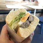 サンドイッチの店3 - おっさんの手とサンドイッチ