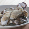 旬の岩牡蠣と真牡蠣の食べ比べ+グラススパークリング