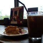 カフェ・ド・ラフェィネ - ケーキセット・アップルパイ&コーヒー
