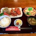 うめの店 - 鶏の唐揚げ定食900円