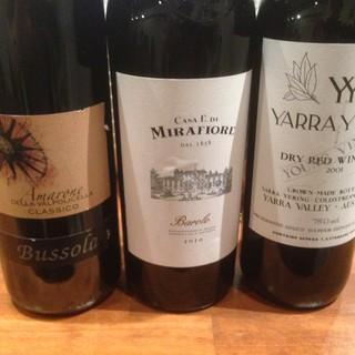 店主が厳選した「常時40種類以上の豊富なワイン」