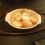 大衆昭和居酒屋 川崎の夕焼け一番星 - じゃがバター焼き、ちょっと塩をフリフリするとちょうどいいです