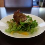 スパニッシュイタリアンロカルウノ - サニーレタスとパプリカのサラダ