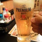 大衆昭和居酒屋 川崎の夕焼け一番星 - プレミアムモルツ中ジョッキ、280円でもしっかり美味い