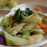 アロイディッシュ - キャベツ、小松菜、ニンジン、紫キャベツの炒め物アップ