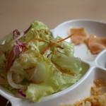 アロイディッシュ - レタス、千キャベツ、紫キャベツ、タマネギのサラダアップ