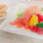 Bar di ViNO - スモークサーモンとグリル野菜のプレートワッフルランチセット(ドリンク付)1500円