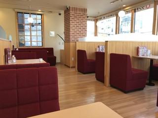 喫茶 ラクーン - 綺麗な店内