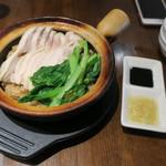 76185306 - 土鍋焼きご飯、たまり醤油 生姜と葱のソースで1