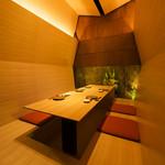 和味 大輔 - 木に囲まれた雰囲気のある、掘り炬燵のお部屋です。 専用入口があり、他のお客様と顔を合わせないので特別感があります。 4~6名様までご利用頂けます。