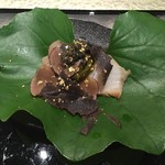 日本料理 銀座 一 - 鮑の握り 〜トリュフ・キャビア添え〜