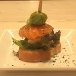 ミーチョス - サーモンマリネとクリームチーズ
