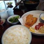 鳴沢苑 - ニジマスのフライとご飯セットです。