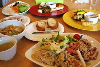 オリエンタルカフェ&バール ラカンタ - バッフェのサラダにデザート