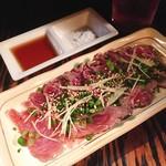 スエヒロ - 鮪ほほ肉あぶり @500円 ごま油と粗塩もセット。粗塩は荒々しくてとても濃い!まるでお肉みたいにとってもジューシー。